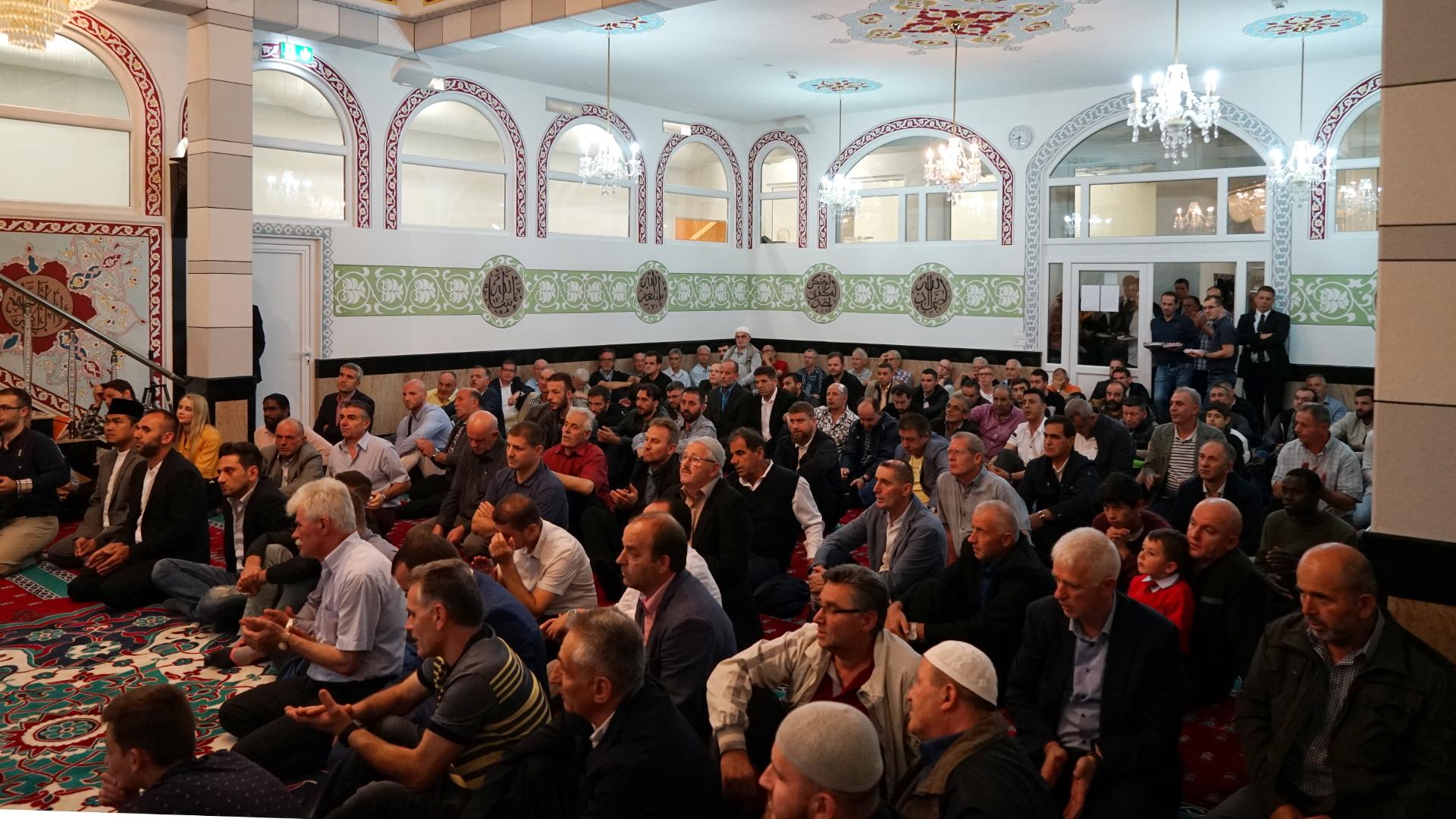 Vor dem Gebet in der Moschee im Berner Haus der Religionen | © Georges Scherrer