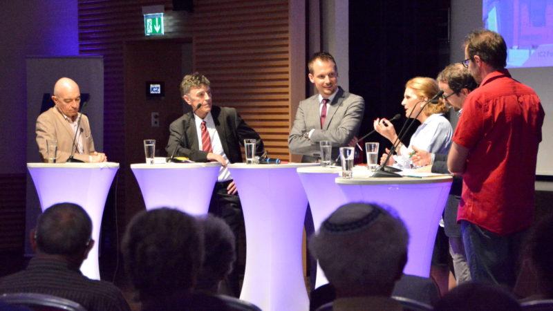 Am Polit-Talk der ICZ, v.l.: die Politiker Daniel Jositsch und Luzi Stamm, Moderator Jonas Projer, Doris Fiala. | zVg