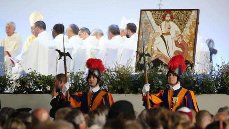 Schweizergarde an Papstmesse in Palexpo Genf | © Bernard Hallet