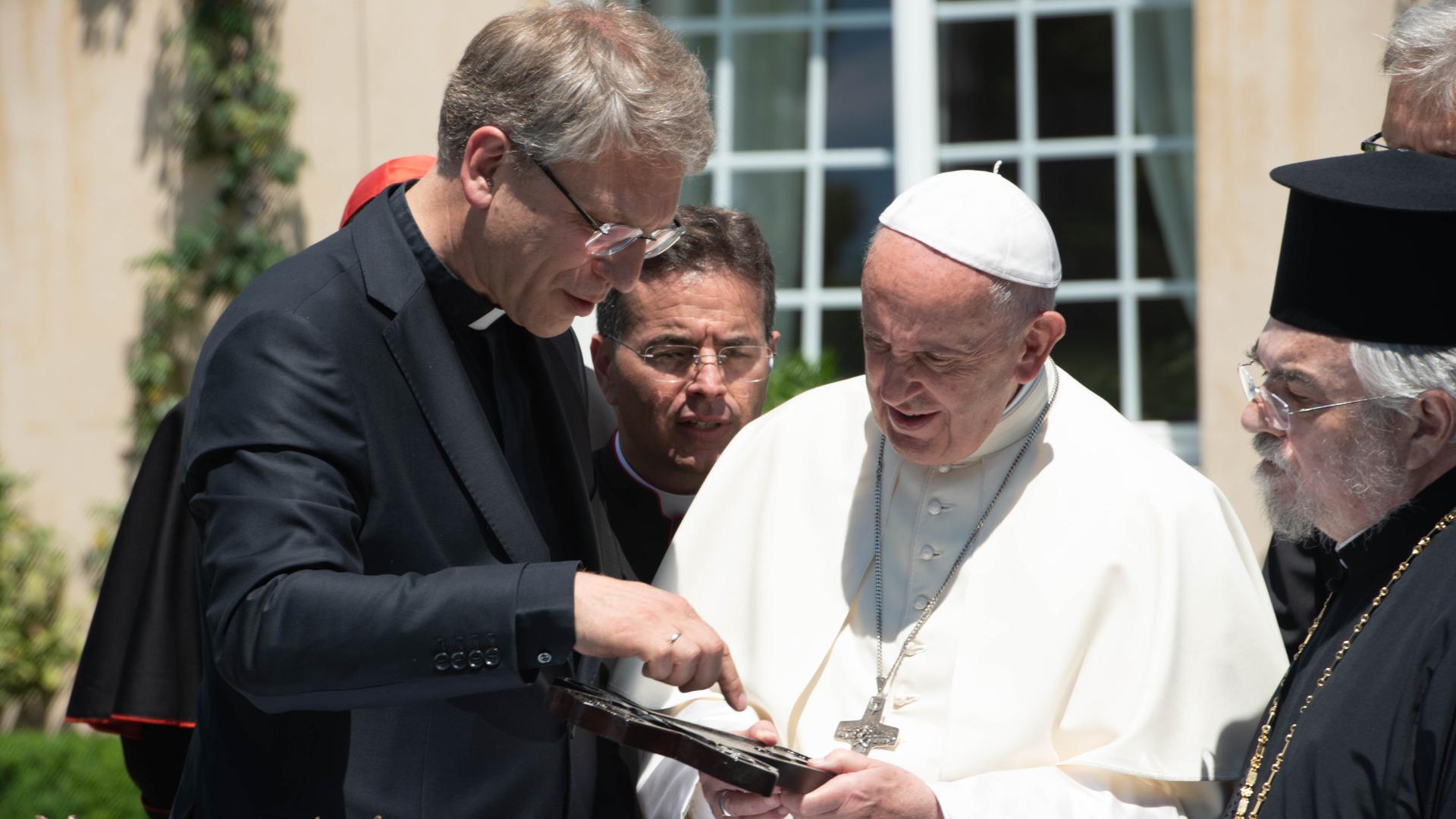 Geschenke für Papst Franziskus | © WWC