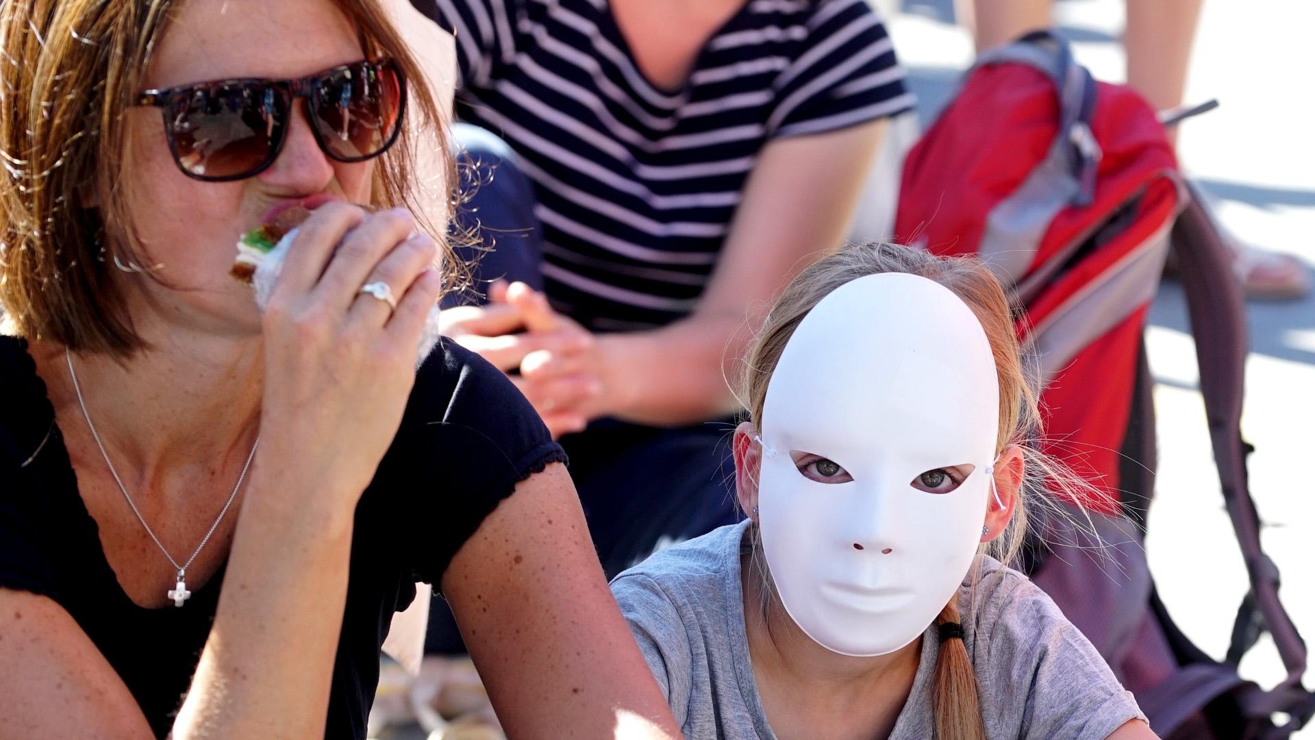 Weisse Maske als Protest gegen Christenverfolgung | © Vera Rüttimann