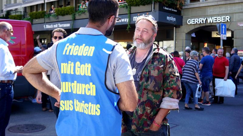 Disikussion am Rande der Christen-Kundgebung | © Vera Rüttimann