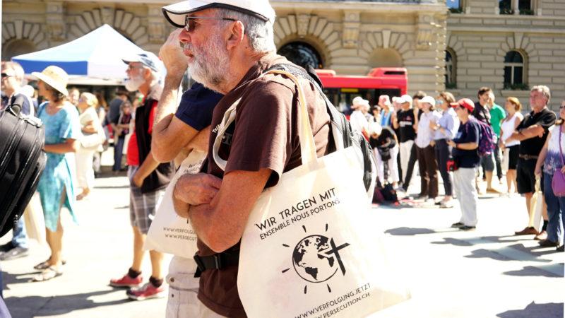 Teilnehmer an Kundgebung verfolgte Christen | © Vera Rüttimann