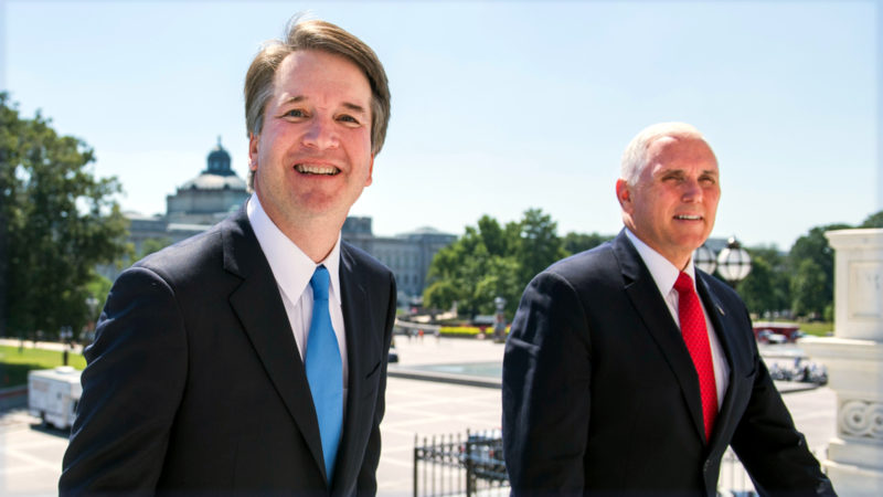 Brett Kavanaugh (l.) neben US-Vize-Präsident Mike Pence | © keystone Tom Williams