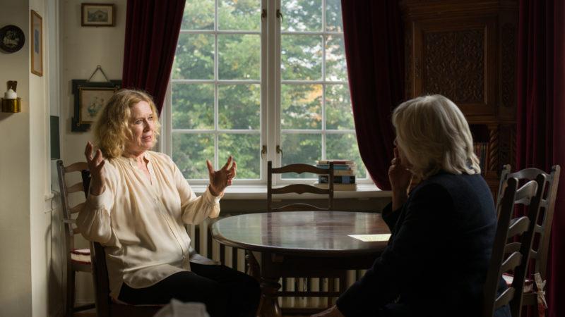 Liv Ullmann im Gespräch mit Margarethe von Trotta (rechts.). | © Praesens-Film