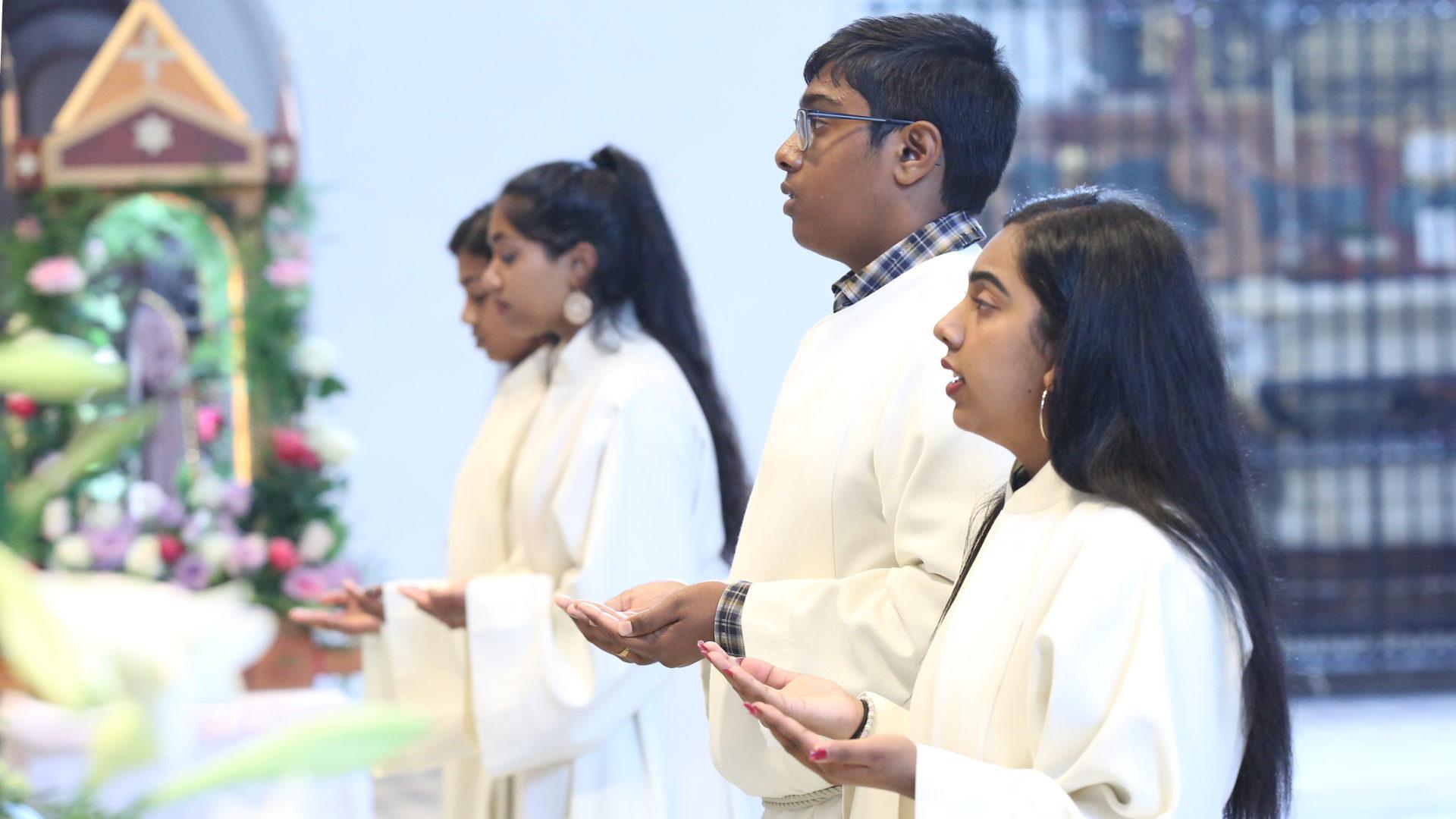Ministranten im tamilischen Gottesdienst in Einsiedeln  | © Tamilenmission