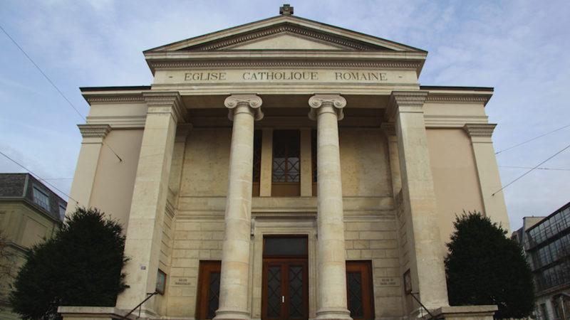Kirche «Sacré Coeur»: Vorderfront im klassizistischen Stil | © upcaj.ch