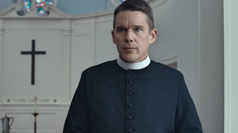 "Ethan Hawke als Pfarrer im Film ""First Reformed"" 