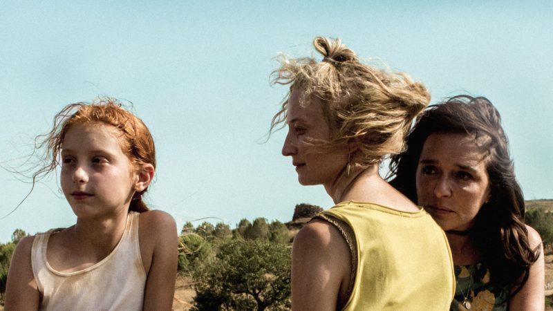 Vittoria (Sara Casu) mit ihrer leiblichen Mutter Angelica (Alba Rohrwacher) und ihrer «Ziehmutter» Tina (Veleria Golino, von links) | © Xenix Fimdistribution GmbH