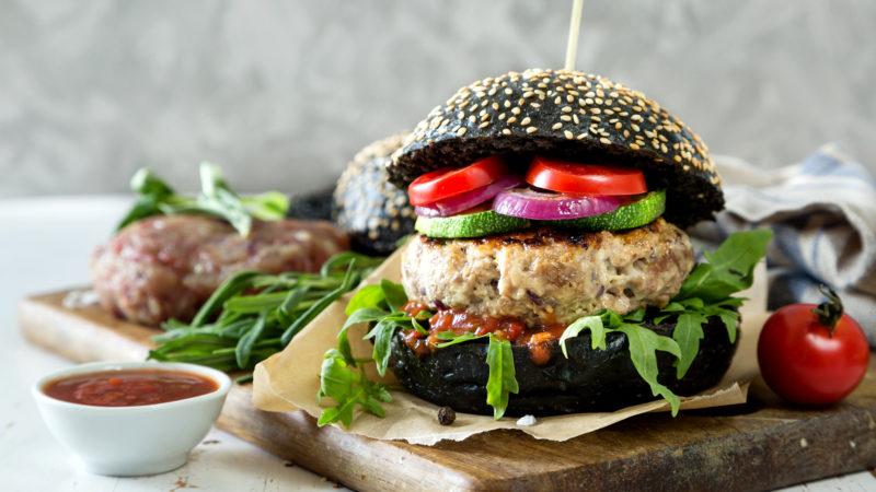 Gesunder Hamburger, in Szene gesetzt | © pixabay.com DrawsAndCooks CCO