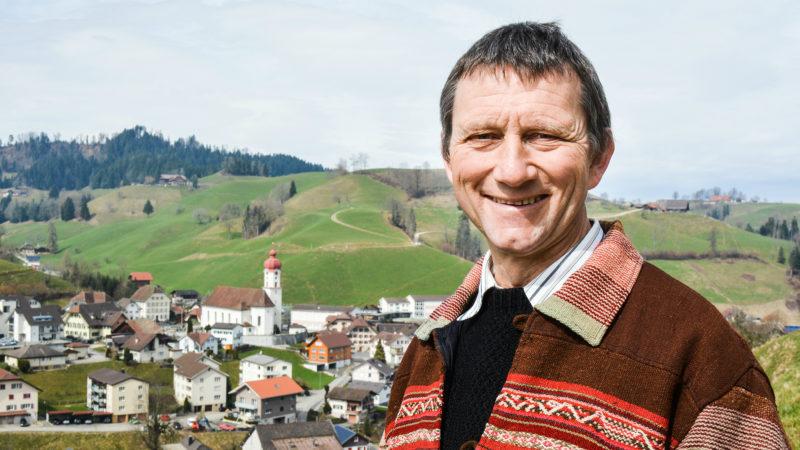 Pastoralassistent und Bauer Jules Rampini  | © SRF