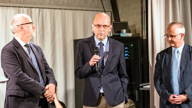 Die Träger des BE-Politforums: Daniel Reuter (l.) für den SEK, Daniel Kosch für die RKZ, Christophe von Werdt für den Burgerrat @   Susanne Goldschmid / Polit-Forum Bern