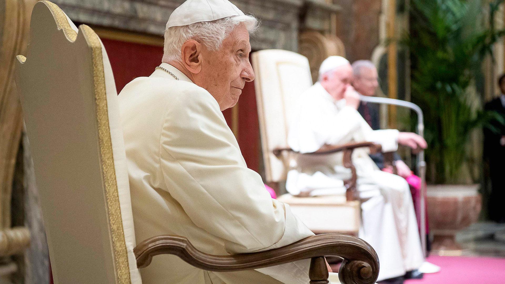 Benedikt XVI. am 65. Jahrestag seiner Priesterweihe 2016 | ©KNA