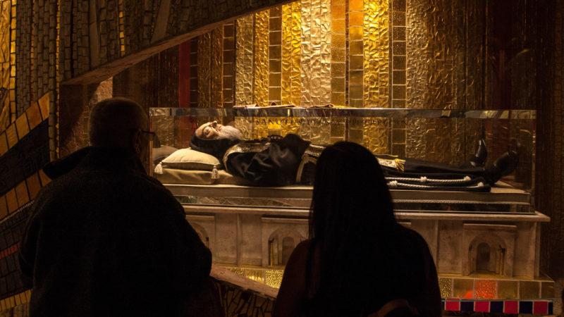 Reliquie von Pater Pio in San Giovanni Rotond. | © KNA