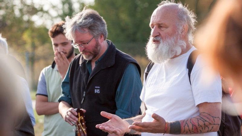 Jesuitenpater Christian Herwartz (rechts) | © KNA