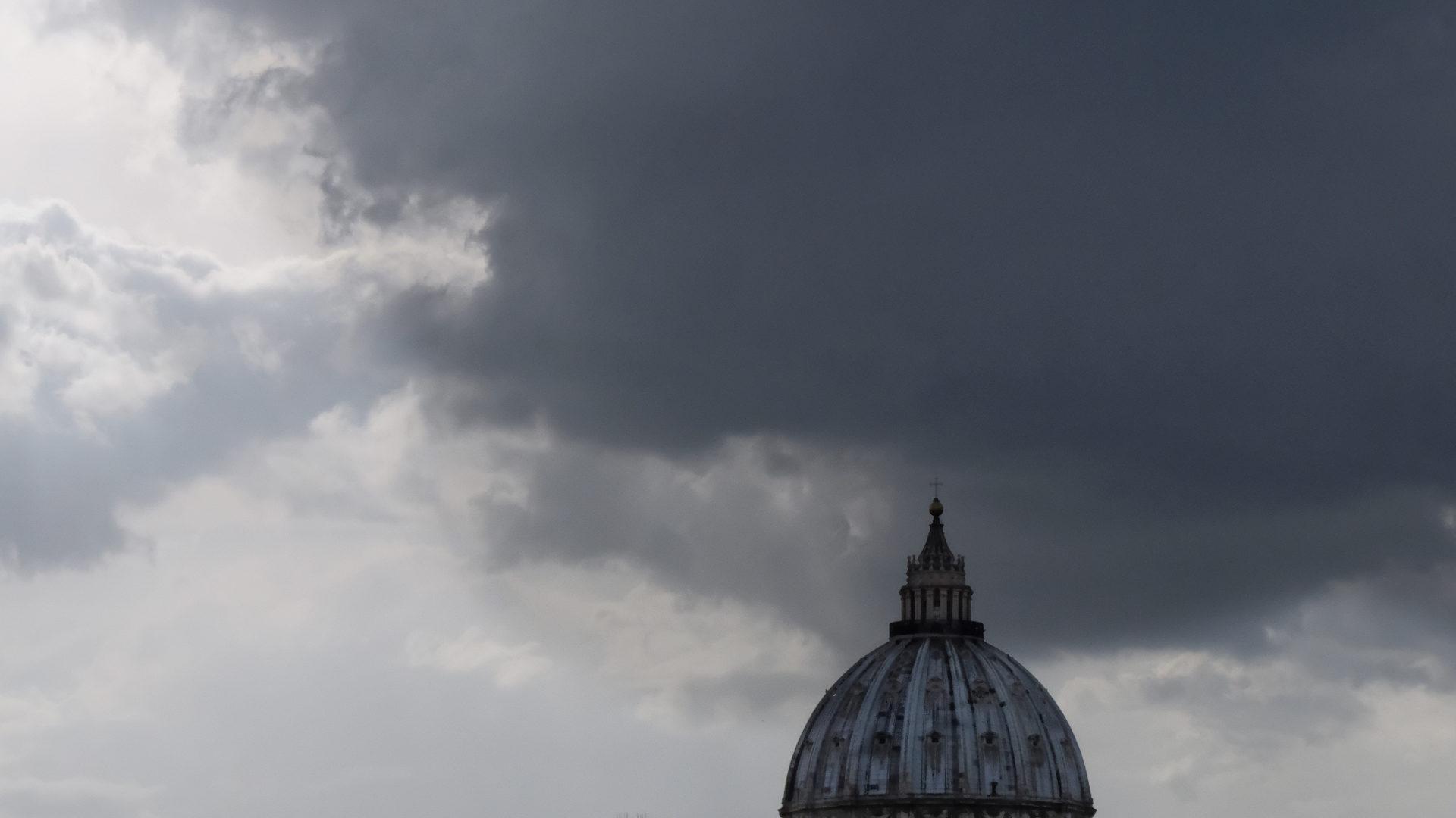 Vatikan geht Missbrauchsvorwürfen gegen Kurienbischof nach