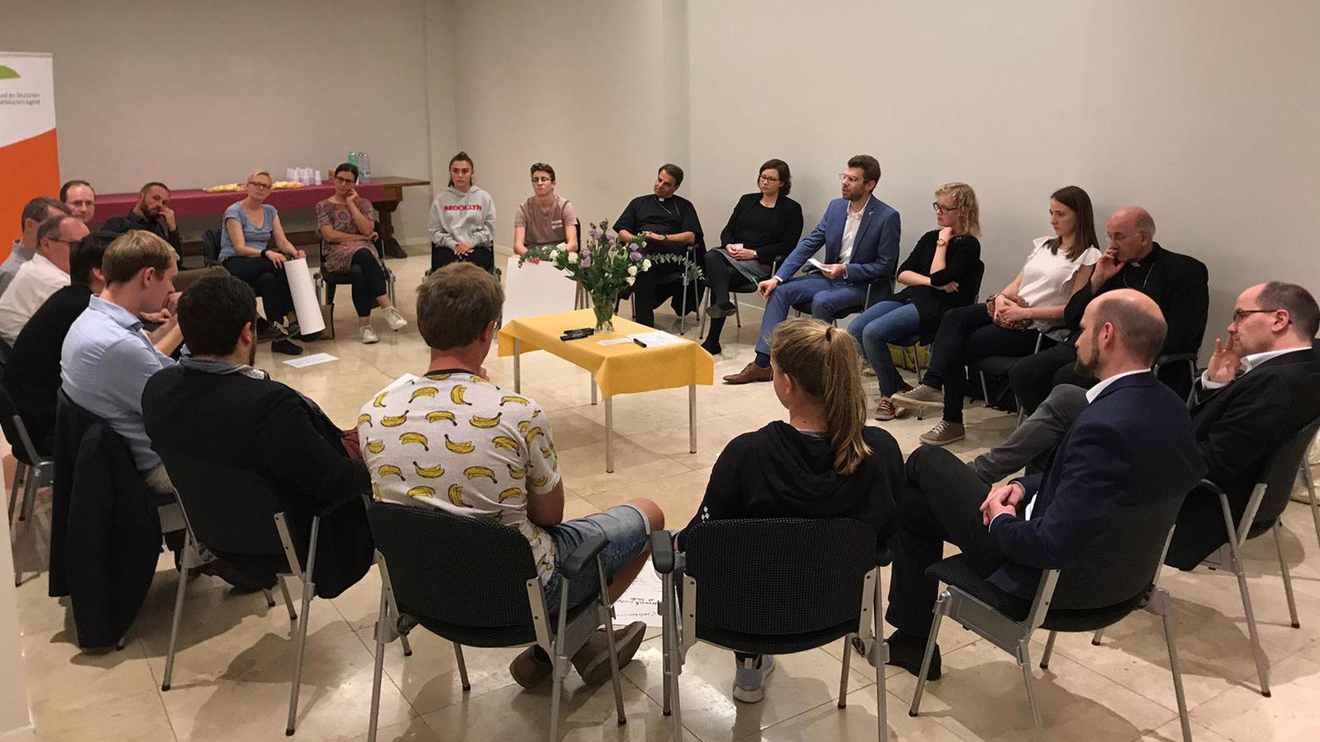 Deutschsprachige Bischöfe diskutieren in Rom mit Jugendlichen und Vertretern von Jugendverbänden | © BDKJ Bundesstelle
