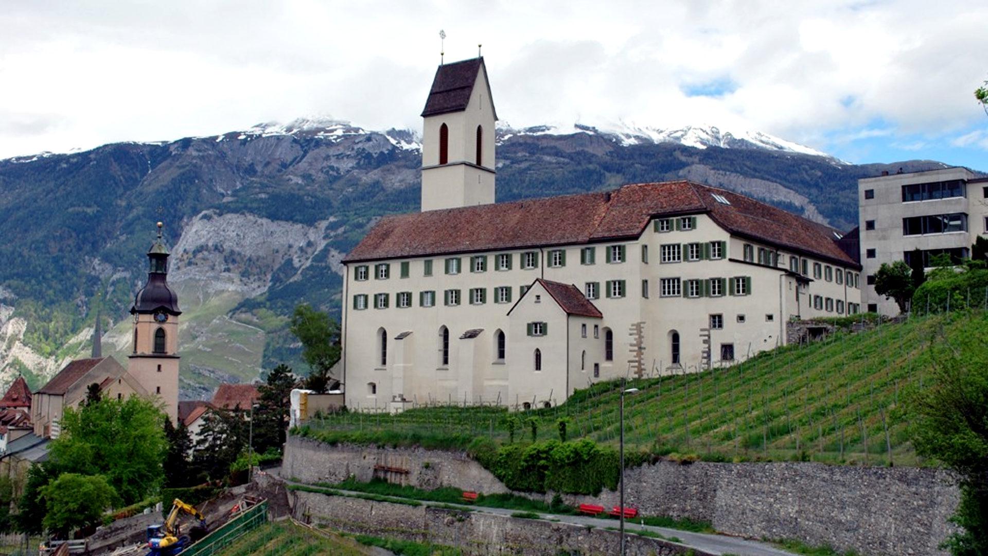 Priesterseminar St. Luzi in Chur, links davon die Kathedrale von Chur | © Barbara Ludwig