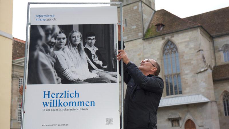 Begrüssungsaktion der neuen Kirchgemeinde Zürich   © Alonso Smith