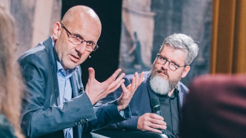 Daniel Kosch (links) auf dem Podium zum «Mission Manifest» | © Noomi Krause