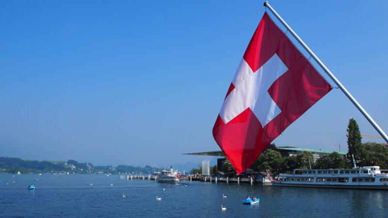Schweizer Fahne auf dem Vierwaldstättersee | © pixabay.com