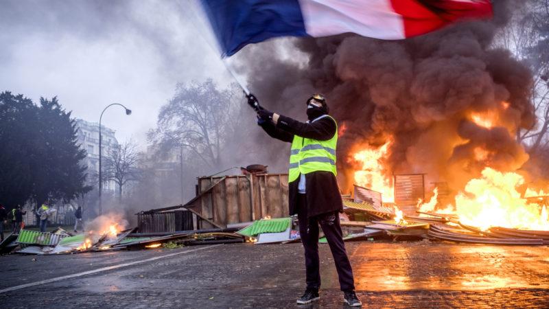 Mann an einer Demonstration der «Gelbwesten» am 1. Dezember 2018 in Paris. | © KNA