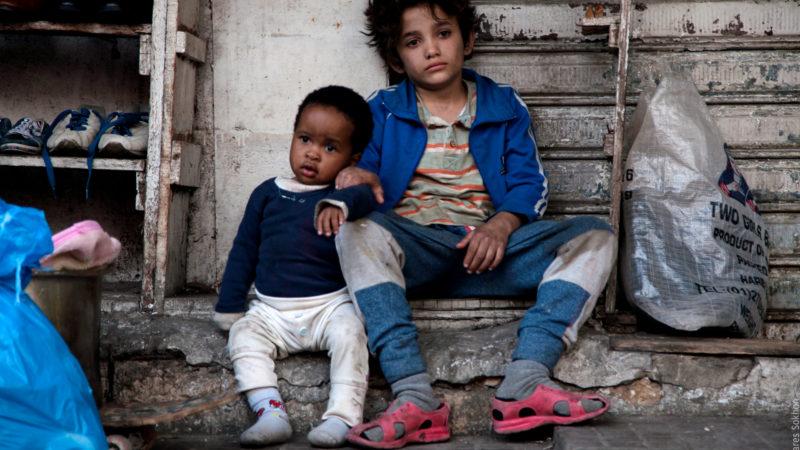 Schicksalsgemeinschaft: der kleine Yonas (Bolusatife Treasure Bankole) und sein «grosser Bruder» Zain (Zain Al Rafeea) müssen allein über die Runden kommen. | © Filmcoopi Zürich