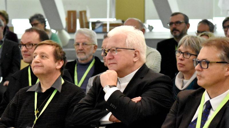 Der St. Galler Bischof Markus Büchel (Mitte) im Publikum. | © Barbara Ludwig