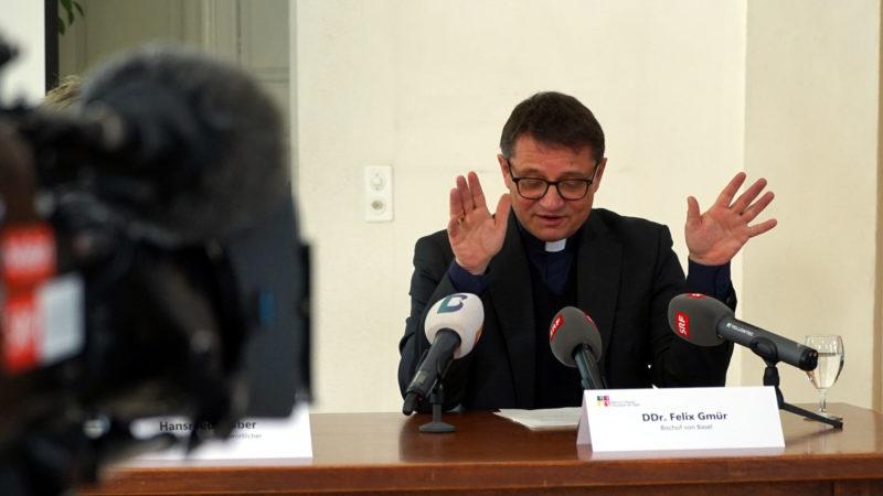 Bischof Felix Gmür vor den Medien | © Georges Scherrer
