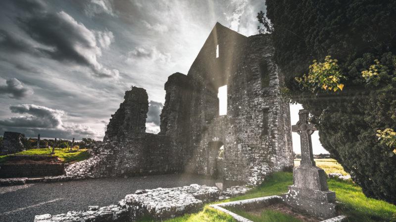 Kirchenruine in Irland | © Unsplash Jonathan Bowers