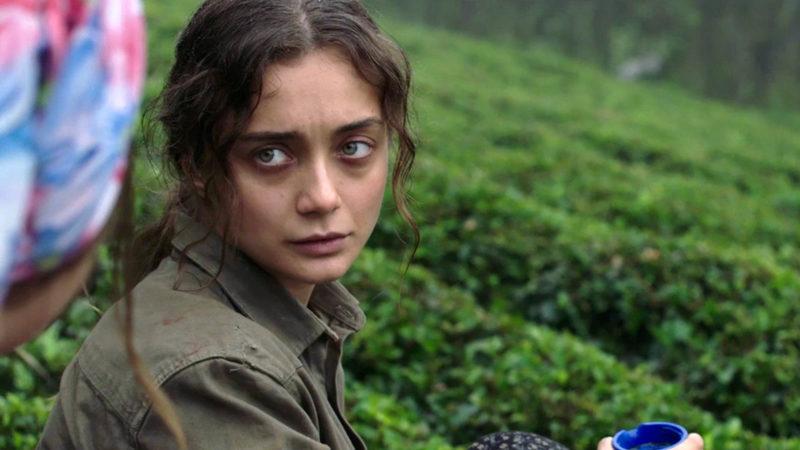 Die Aussenseiterin Sibel (Damla Sönmez) ist stumm und verständigt sich mit Pfeiflauten.  | © trigon-film.org