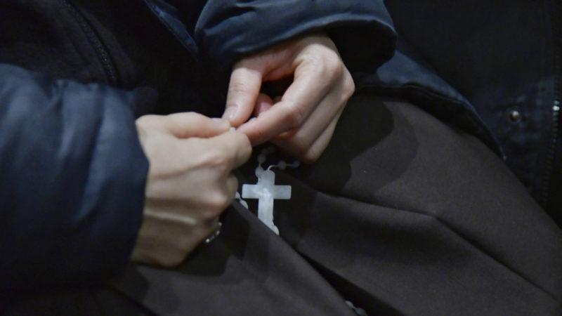 Ordensfrau mit Rosenkranz | © KNA