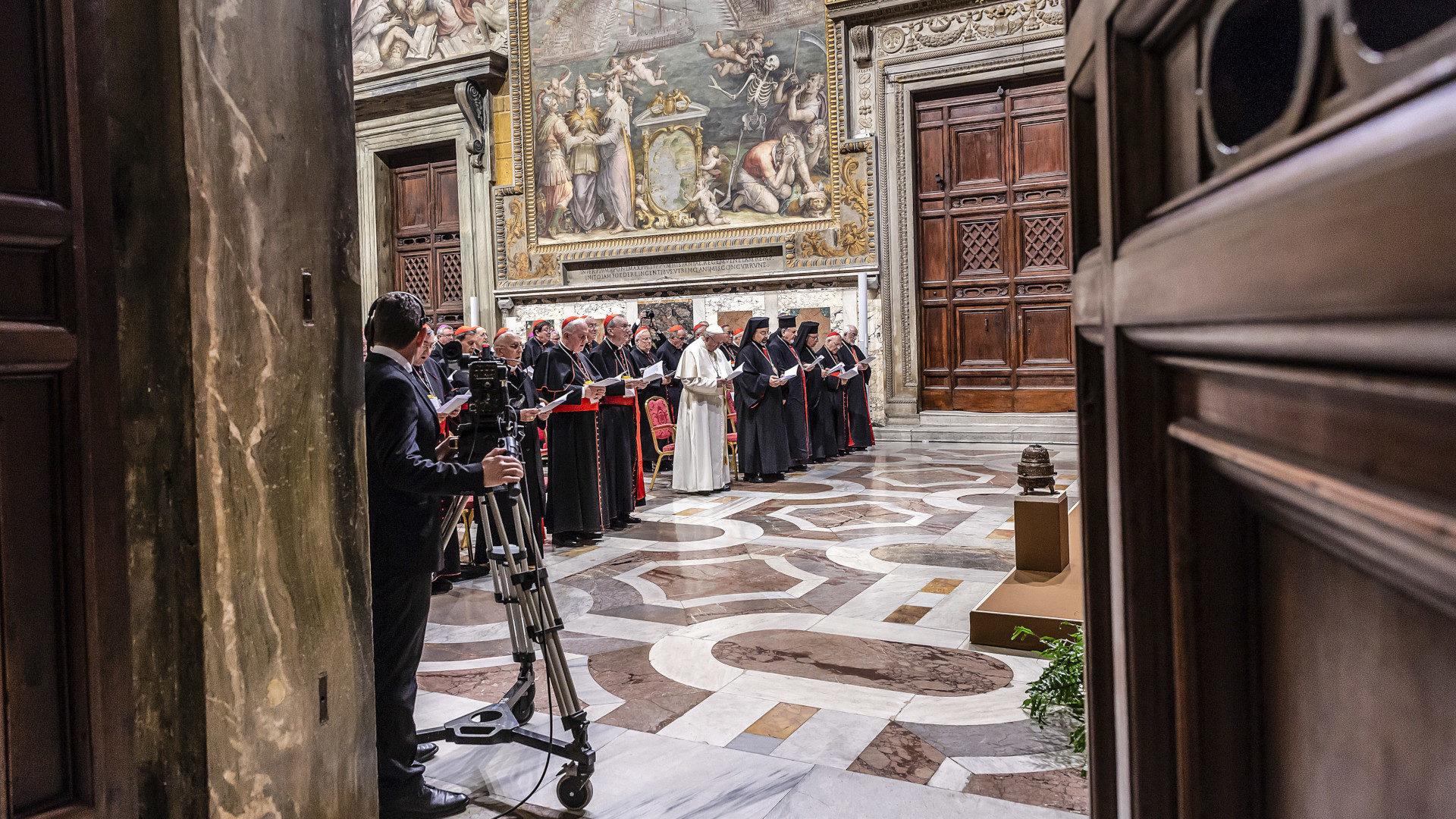 Blick in den Sala Regia im Vatikan während des Bussgottesdienstes mit Papst Franziskus | © KNA