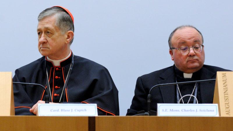 Die Kardinäle Blase Cupich und Charles Scicluna an der Medienkonferenz zum Anti-Missbrauchsgipfel  | © Katarzyna Artymiak