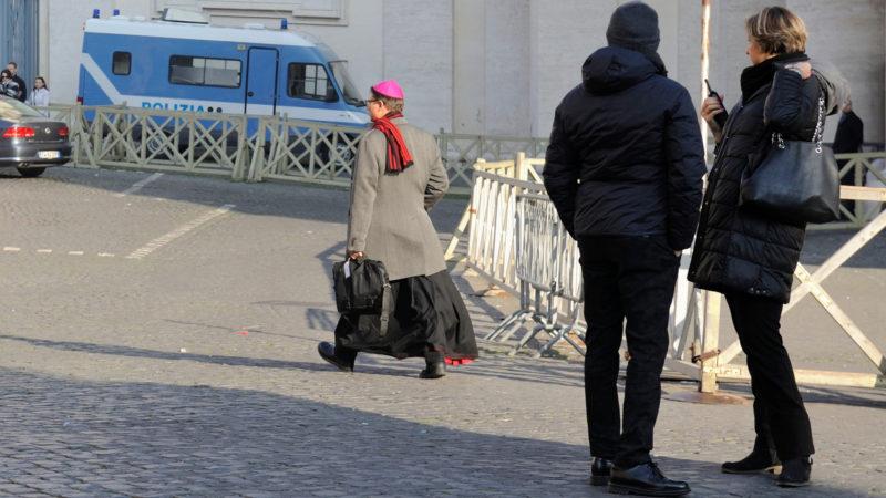 Bischof Felix Gmür auf dem Weg zum Anti-Missbrauchsgipfel | © Katarzyna Artymiak