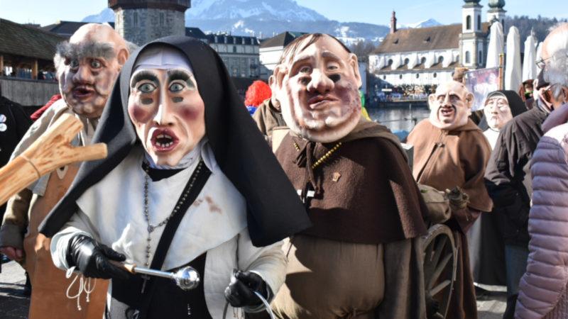 Wenig zu lachen: Ordensleute an der Luzerner Fasnacht | © Sylvia Stam