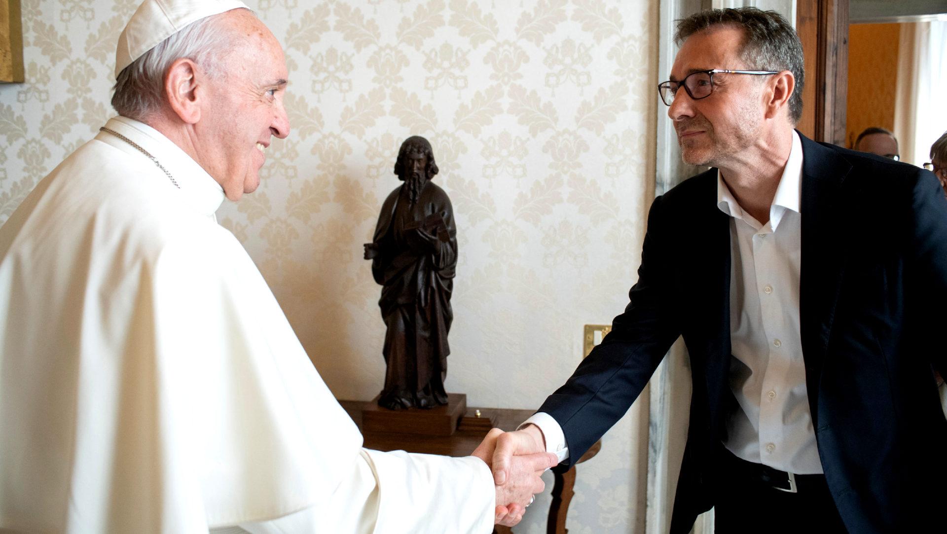 Guido Fluri (r.), Opfervertreter, bei Papst Franziskus |  © Servizio Fotografico - Vatican Media