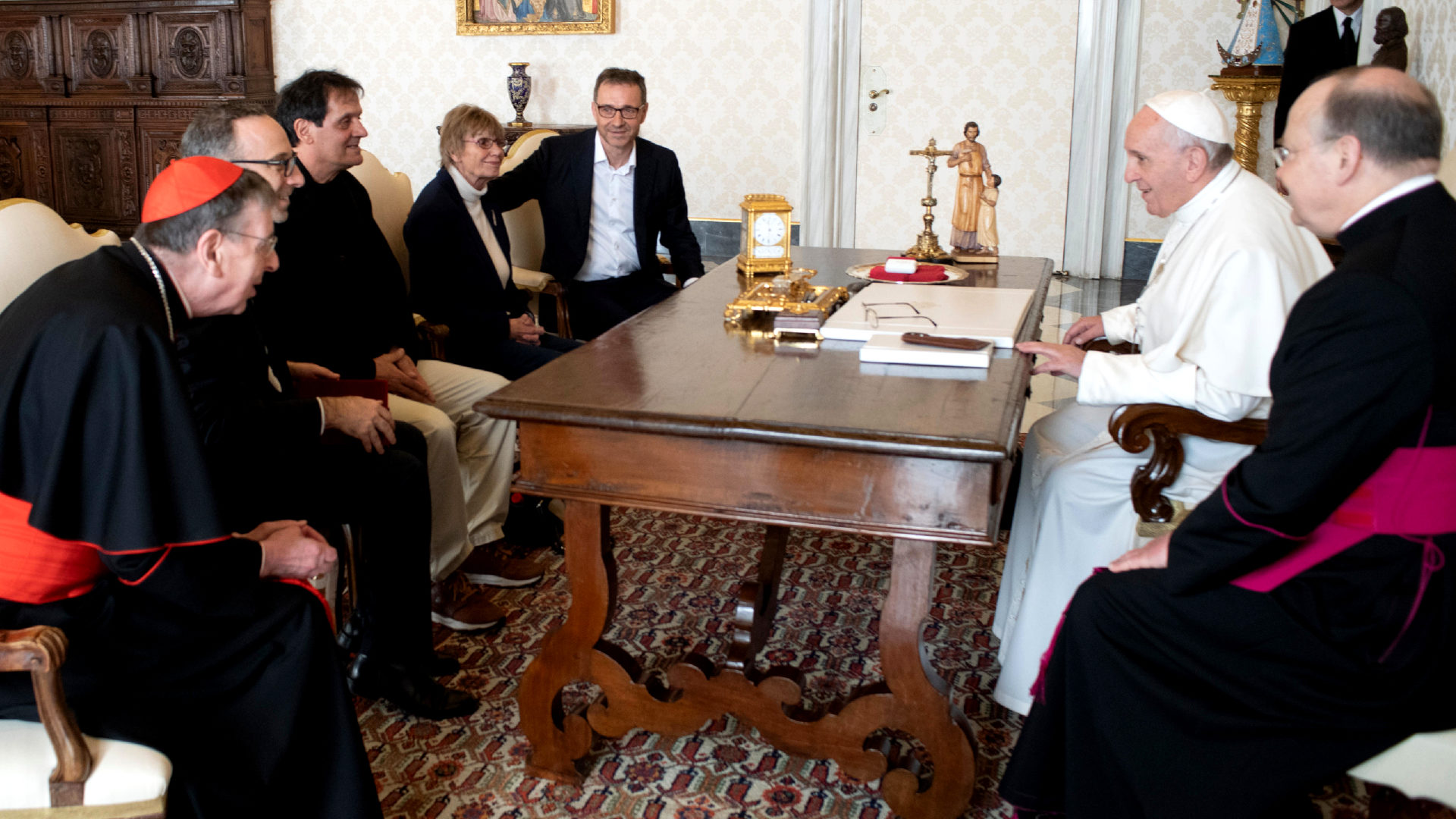 Die Delegation aus der Schweiz während der Privataudienz beim Papst |  © Servizio Fotografico - Vatican Media