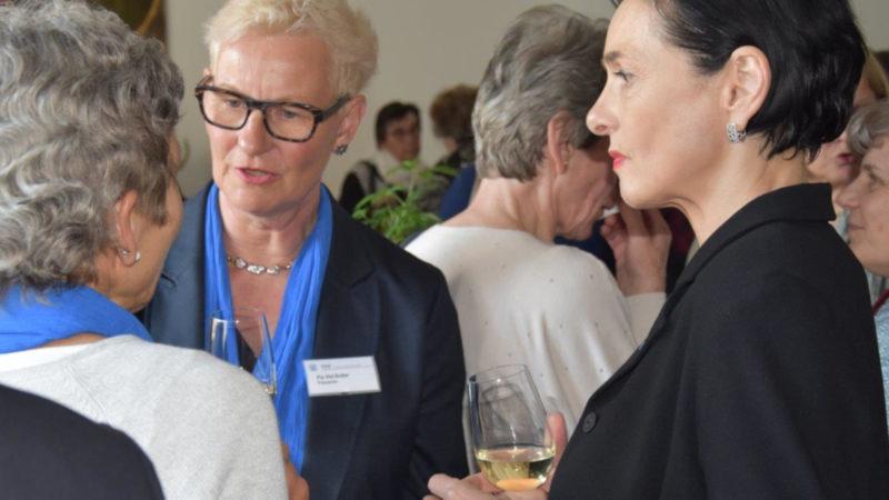 Präsidentin Pia Viel (links) an der DV des Katholischen Frauenbundes Aargau 2019 | © zVg