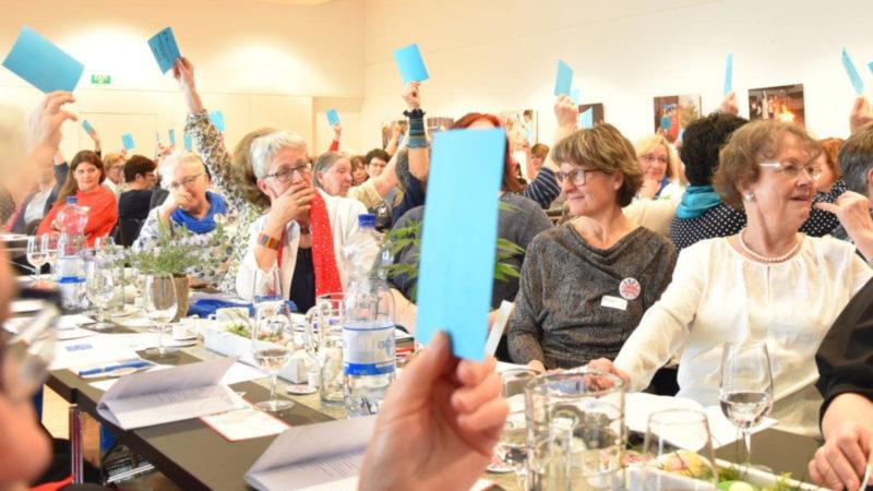 Wahlvorgang an der DV des Katholischen Frauenbundes Aargau 2019 | © zVg