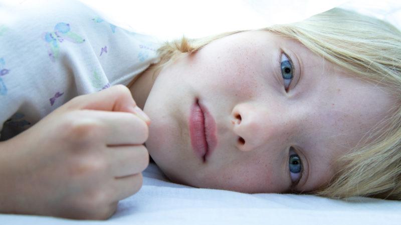 Die kleine Odette (Cyrille Mairesse) weiss nicht, wann «er» das nächste Mal vorbeikommt.   © Praesens-Film AG Zürich