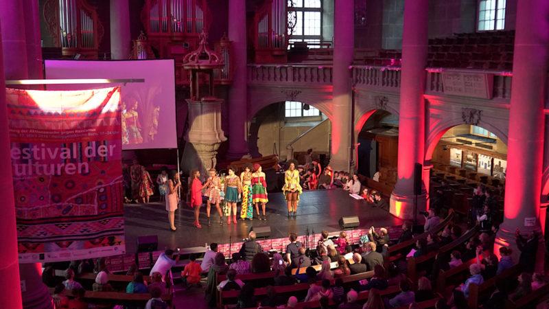 Modeschau in der Heiliggeistkirche Bern | © Vera Rüttimann