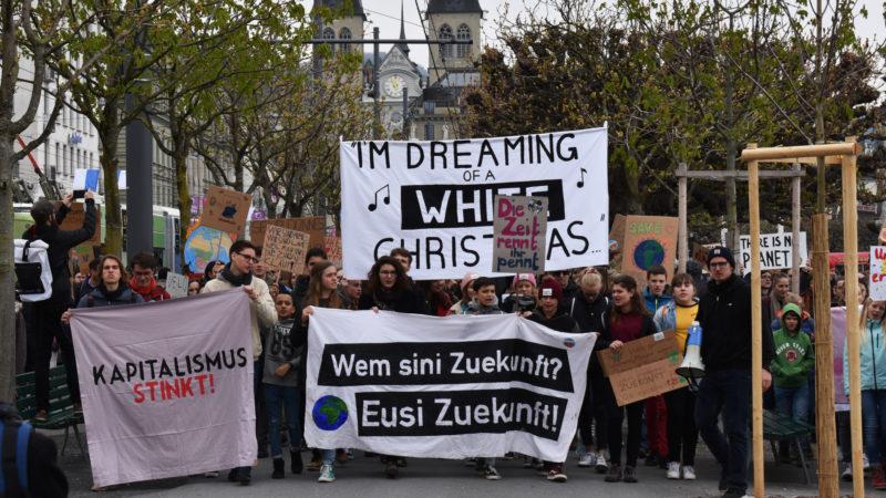 Klimademo vom 6. April in Luzern, im Hintergrund die Hofkirche | © Sylvia Stam