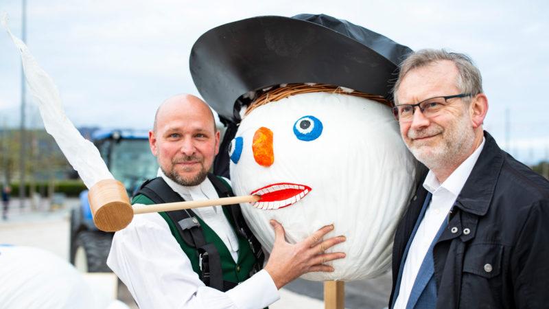 Böögg-Bauer Lukas Meier (l.) und Grossmünsterpfarrer Christoph Sigrist | © obs/Sechseläuten/PPR/ALADIN KLIEBER»