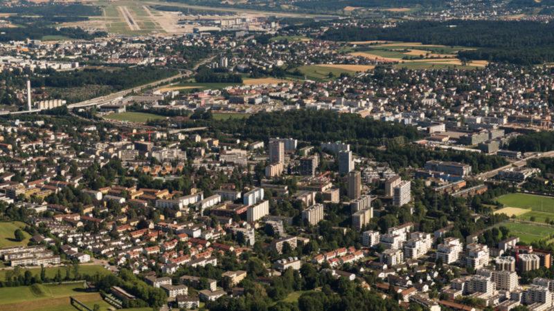 Die Zürcher Quartiere Schwamendingen und Hirzenbach | © Keystone/Urs Hubacher