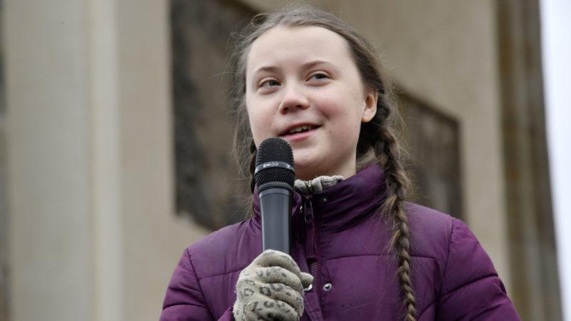 Greta Thunberg spricht an einer Klima-Demonstration in Berlin   © KEYSTONE/DPA/Oliver Kern/Geisler-Fotopress)