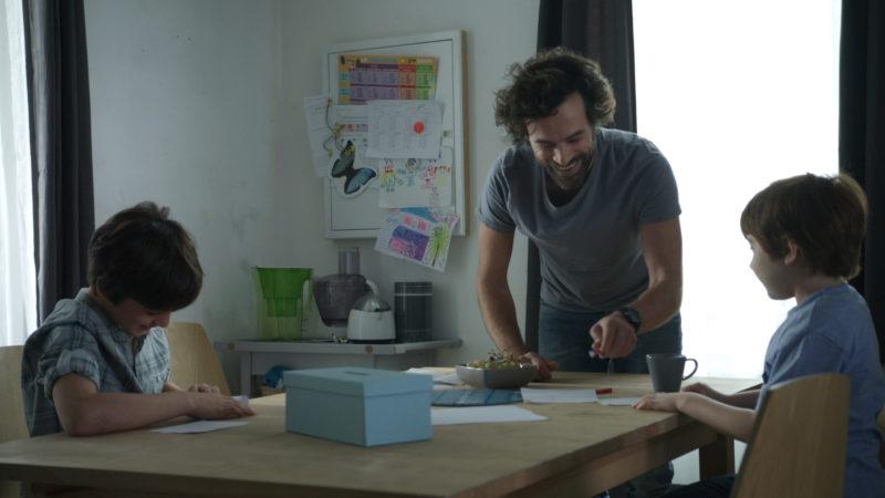 Olivier (Romain Duris) und seine Kinder. Filmbild aus «Nos batailles» | © cineworx