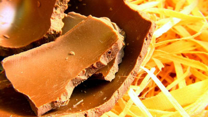 Aufgeschlagenes Schokoladenei | © pixabay/Gadini, Pixabay License
