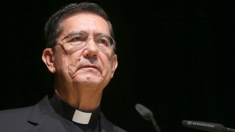 Der neue Präsident des Päpstlichen Rates für den Interreligiösen Dialog Miguel Angel Ayuso Guixot, hier noch als Sekretär 2014 | © KNA