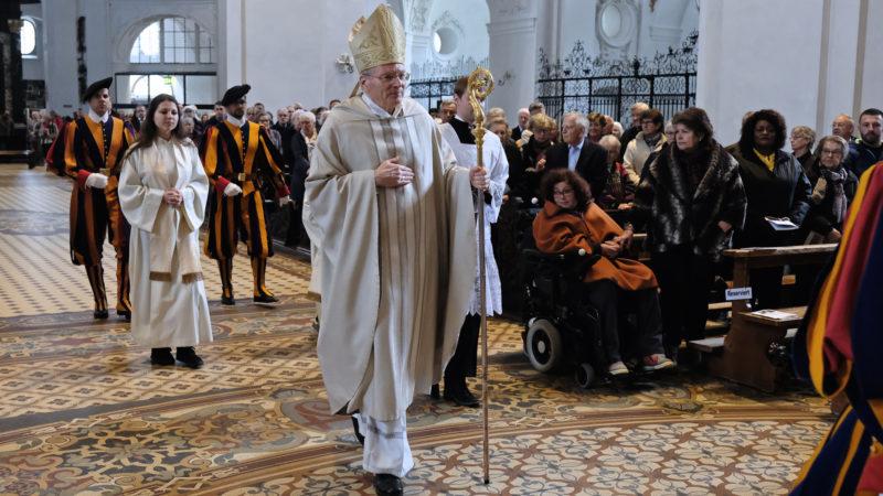 Thomas E. Gullickson beim Einzug zur Messe von Kirche in Not   © Oliver Sittel